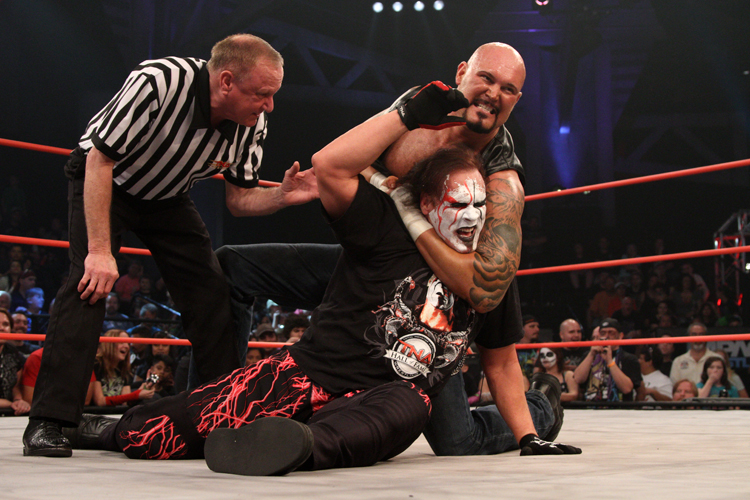 Sting, Luke Gallows
