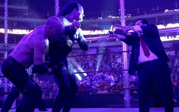 Paul Bearer lors du match Undertaker contre Kane à Hell In A Celle 2010