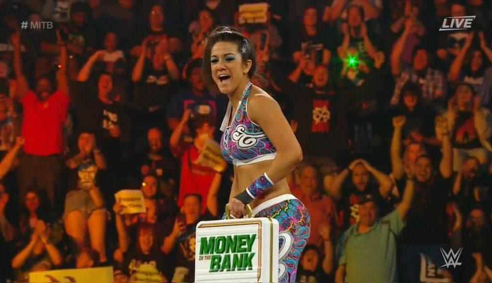 wwe money in the bank 2019   bayley d u00e9croche la mallette