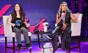 Alexa Bliss et Nikki Cross